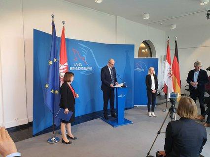 Pressekonferenz zu neuen Corona-Lockerungen im Brandenburger Landtag.
