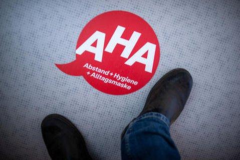 AHA-Regeln bleiben trotz Öffnungen erhalten.