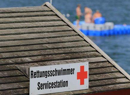 Rettungsschwimmer am Badesee.